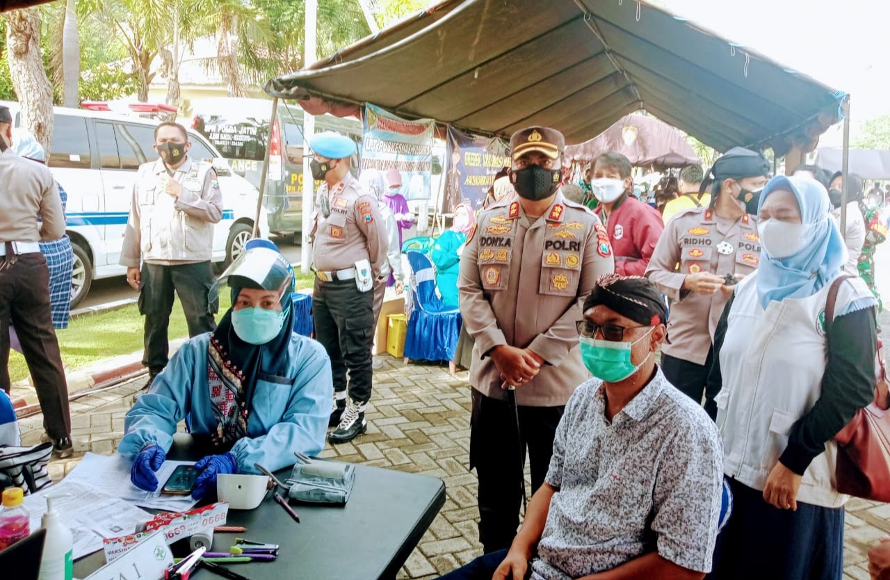 Menyambut HUT Bhayangkara Ke-75 Polres Mojokerto Gelar Vaksinasi Masal Untuk Umum