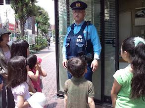 Photo: 日頃、街を守って下さるお巡りさんに、感謝のカードとお花を贈りました。