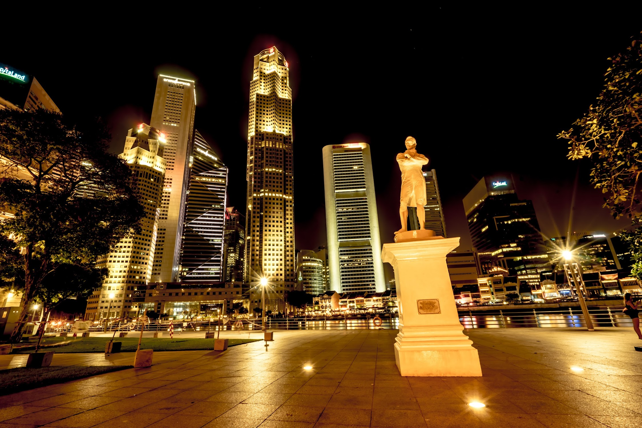 Singapore Sir Stamford Raffles landing Site night view1