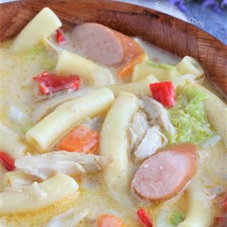 Chicken noodle soup (Sopas).