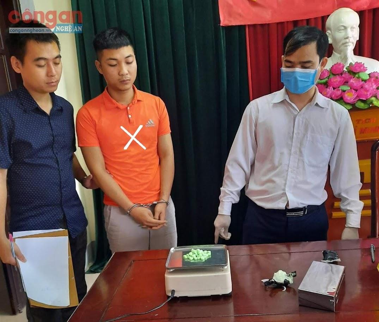 Đối tượng Thái Văn Nam (X) cùng tang vật                                              bị Phòng Cảnh sát ĐTTP về Ma túy bắt giữ
