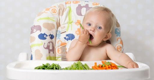 Mách mẹ cách hấp rau củ cho bé ăn dặm BLW để nuôi con khỏe mạnh, thông minh