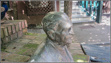 Photo: Piata 1 Decembrie 1918, Nr.1 -  Statuia lui Augustin Ratiu - 2017.05.19