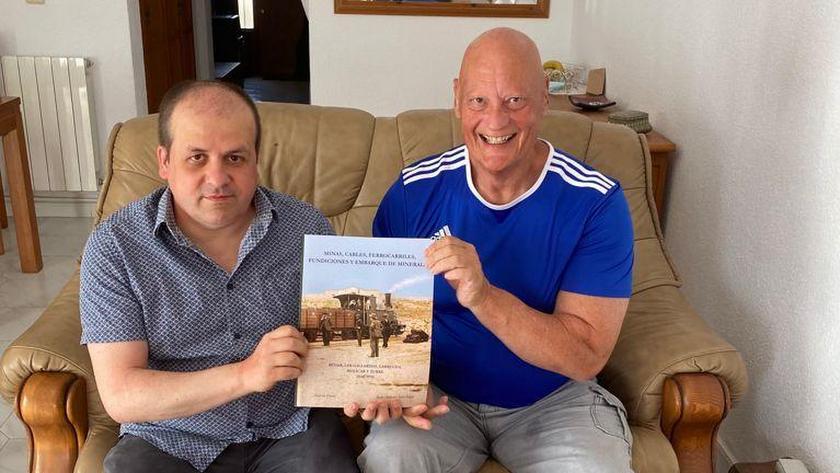 El libro les ha costado 20 años de trabajo y sacrificio a Andy Devey y a Juan Antonio Soler Jódar.