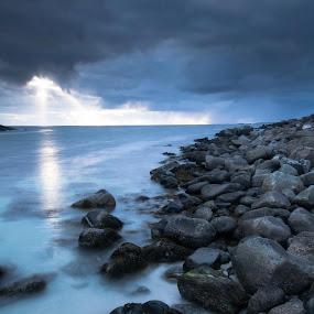 © Vlad Popescu www.vladpopescu.zenfolio.comUttakleiv - Lofoten (Norvegia) by Vlad Popescu - Landscapes Beaches