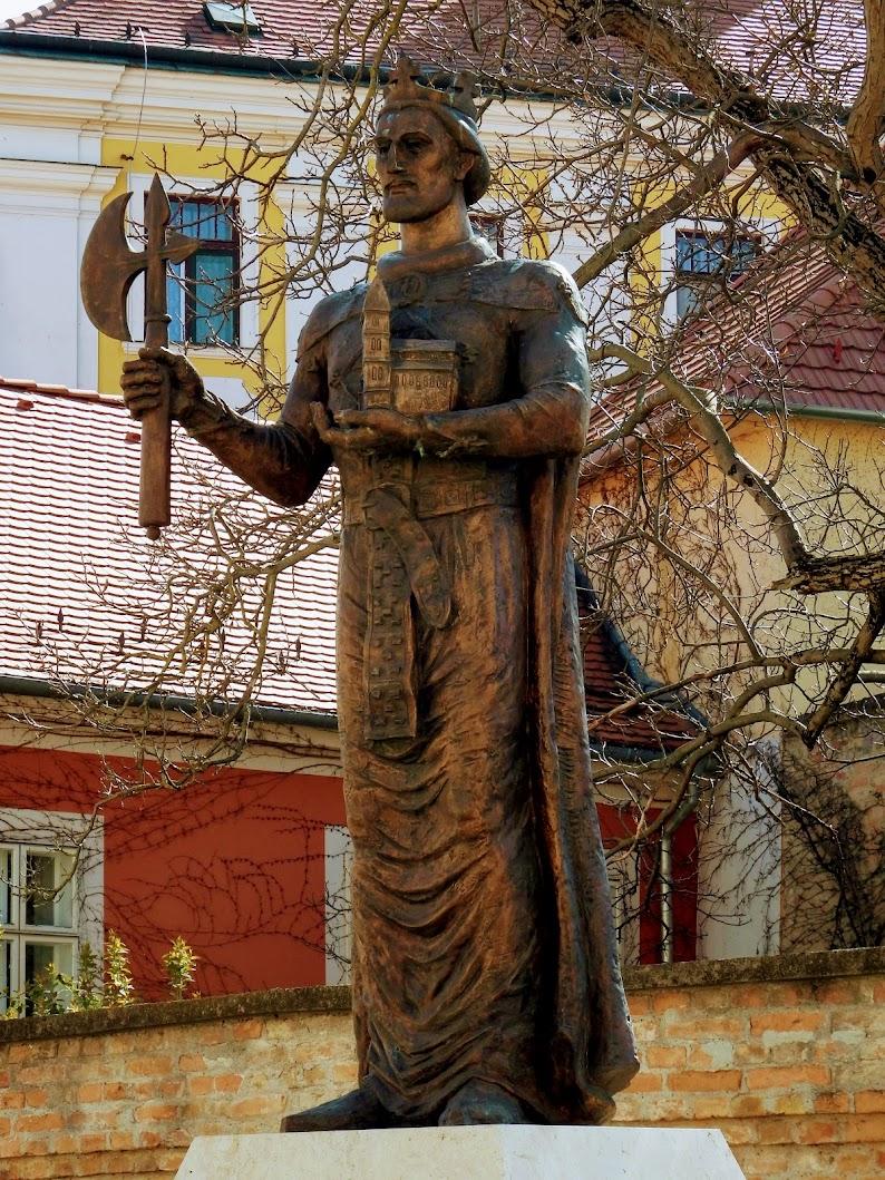 Győr - Szent László király-szobor a Káptalandombon