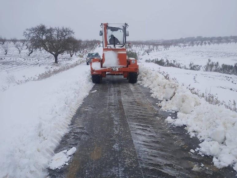 Trabajos de retirada de nieve en Chirivel. / Foto: Ayuntamiento de Chirivel