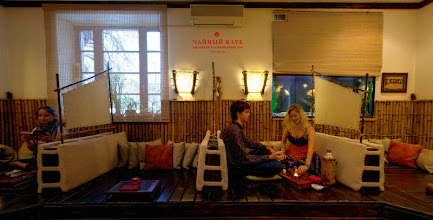 """Photo: Зал для чаепитий (40 кв. м). По средам с 19:30 здесь проходят концерты в рамках проекта """"Чайная музыка"""""""
