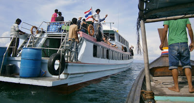 Travel from Koh Jum to Koh Lanta by longtail boat and ferry