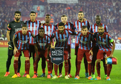Un fan de Trabzon frappe l'arbitre