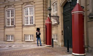 Photo: stráž před královským palácem