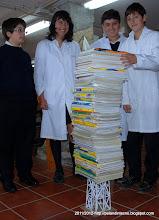 Photo: 2ºB-Grupo 5-84 libros y sigue sin derrumbarse