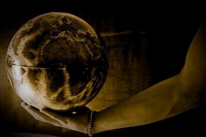 Il Mondo in una Sfera di Silmaril