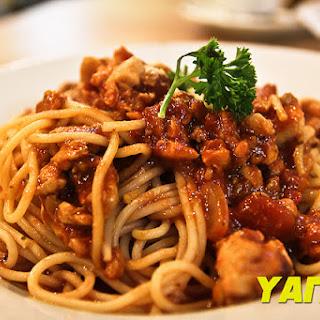 Italian Spaghetti with Chicken Bolognese
