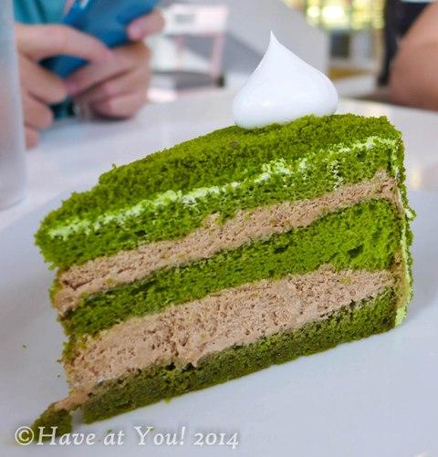 matcha capuccino cake slice