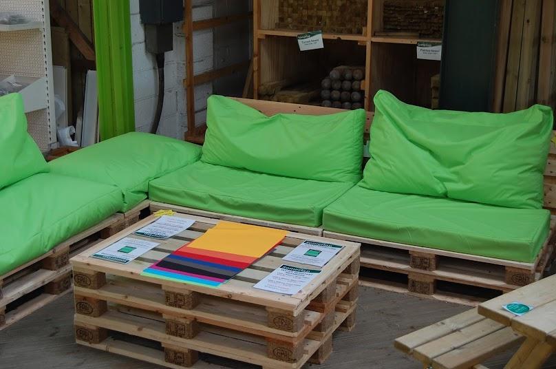 Drewno dobrze prezentuje się również w naturalnym kolorze