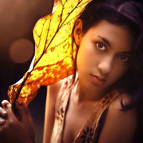 girl with leaf by Ivan Lee - People Portraits of Women ( canon, model, girl, beauty, leaf )