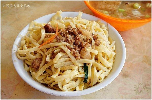 南陽路無名中式早餐||20幾年來始終如一,只賣炒麵/炒米粉/滷肉飯/湯品,想吃要趁早,9點前賣完收攤!